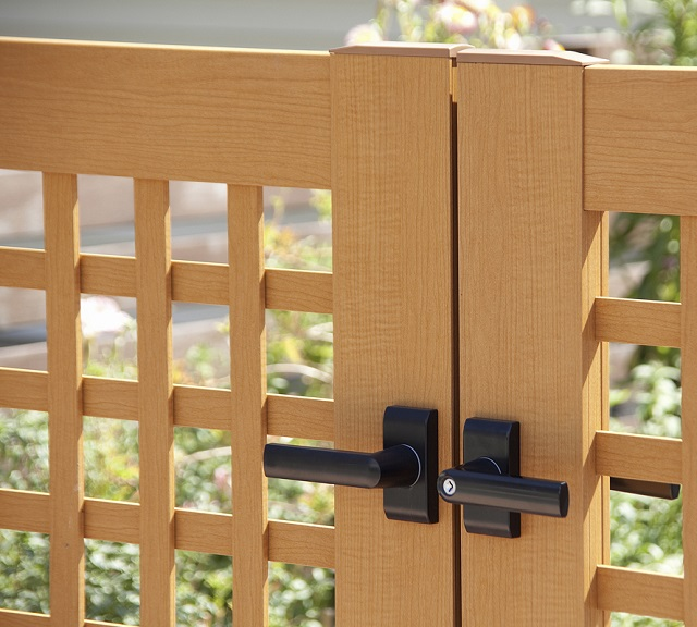 木粉入りの樹脂門扉|千葉 外構・エクステリア